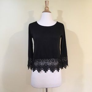 Crochet Lace Trim 3/4 Sleeve Cropped Knit Top
